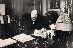 Премьер-министр России П.А.Столыпин в своем кабинете в Зимнем дворце. 1907