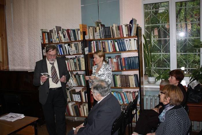 Александр Зинковский и директор библиотеки