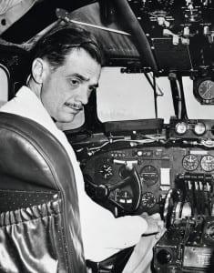 Ховард Хьюз за штурвалом самолета в 1937 году