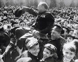 День Победы на Красной площади, 9 мая 1945. Фото М.Трахмана