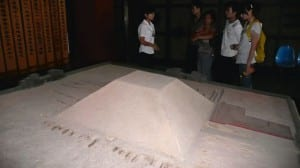Модель китайской пирамиды в мавзолее императора Хань Янг Линга