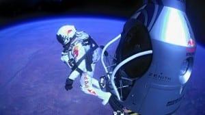 Феликс Баумгартнер прыгает со стратостата
