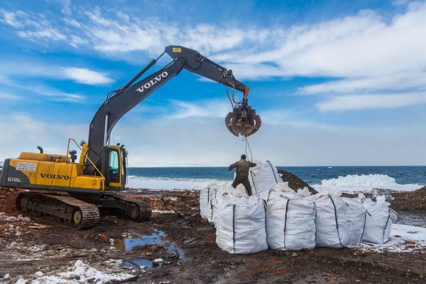 Очистка острова Хейса, ЗФИ. 2014 год. Фото - Николай Гернет