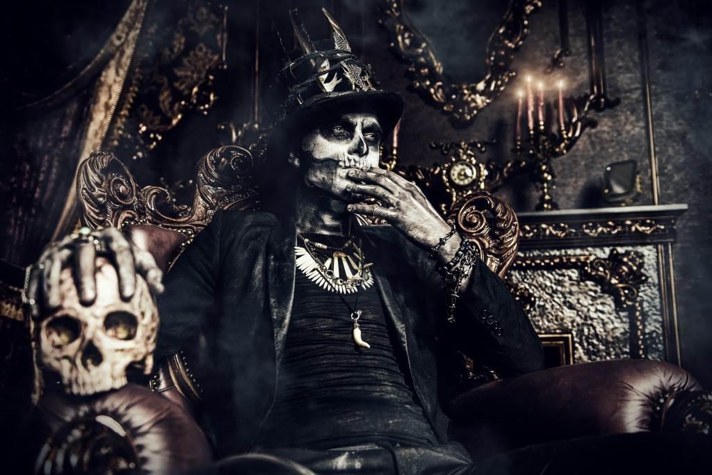 Картинки крутые скелеты на троне, надписями про маме